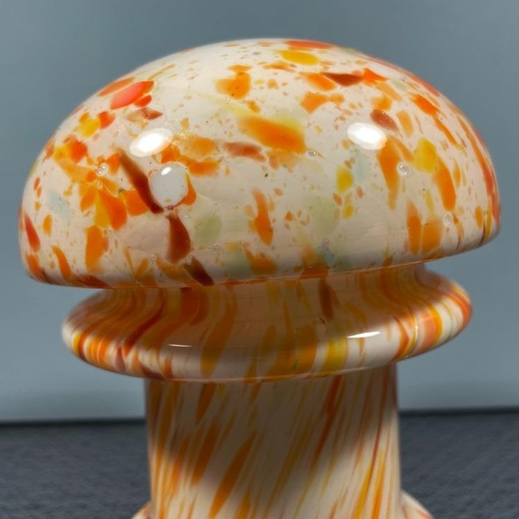 Bordslampa, svamp närbild