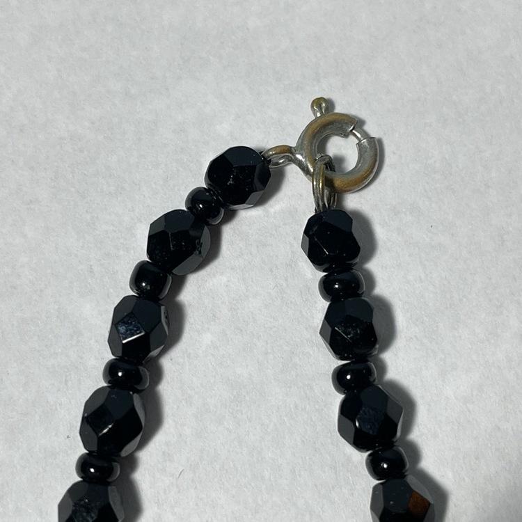 Vintage halsband, glaskulor - Svart närbild lås