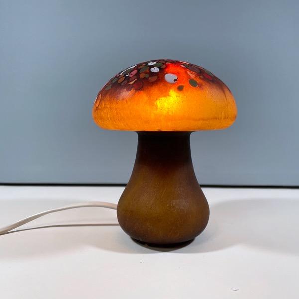Svamplampa av Monica Backström