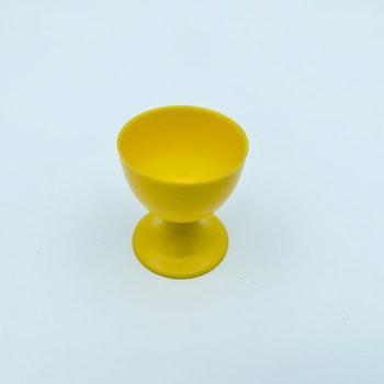 Retro äggkopp på fot - Gul, plast