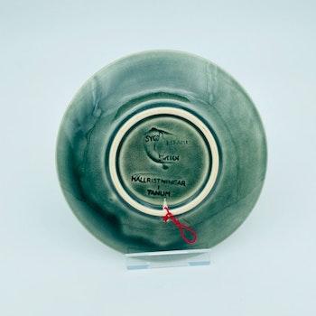 Assiett, grön - Hällristning, Syco keramik