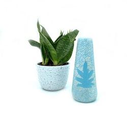 Liten blomvas i turkos och vit keramik