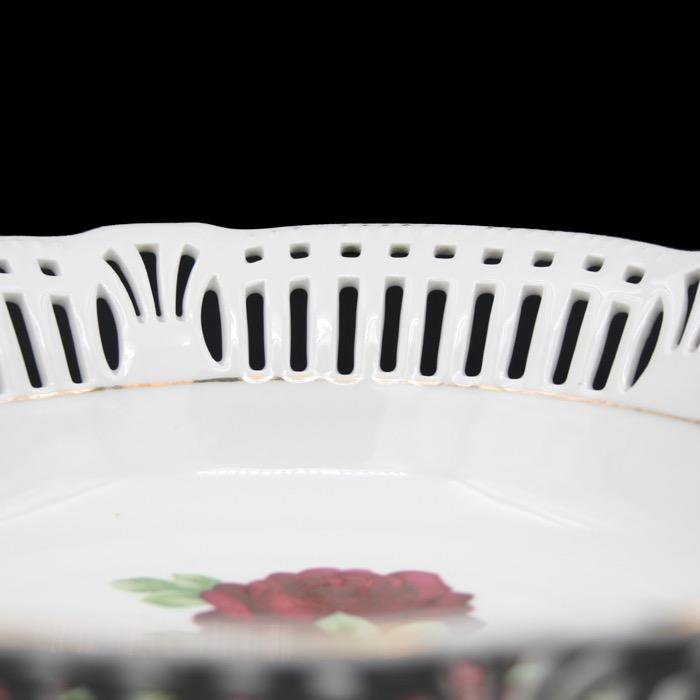 Handmålad skål, perforerad kant