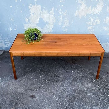 Soffbord, valnöt - Yngvar Sandström, Seffle Möbelfabrik