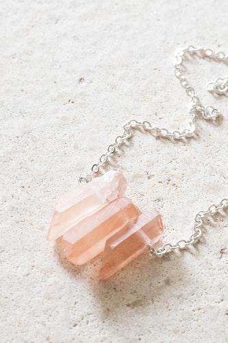 Rosa Bergskristall på silverkedja 1