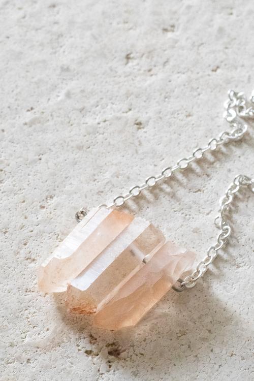 Rosa Bergskristall på silverkedja 3