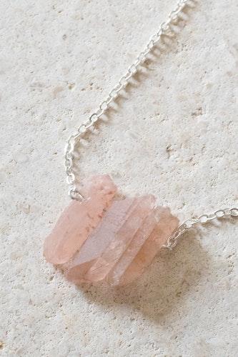 Rosa Bergskristall på silverkedja 4