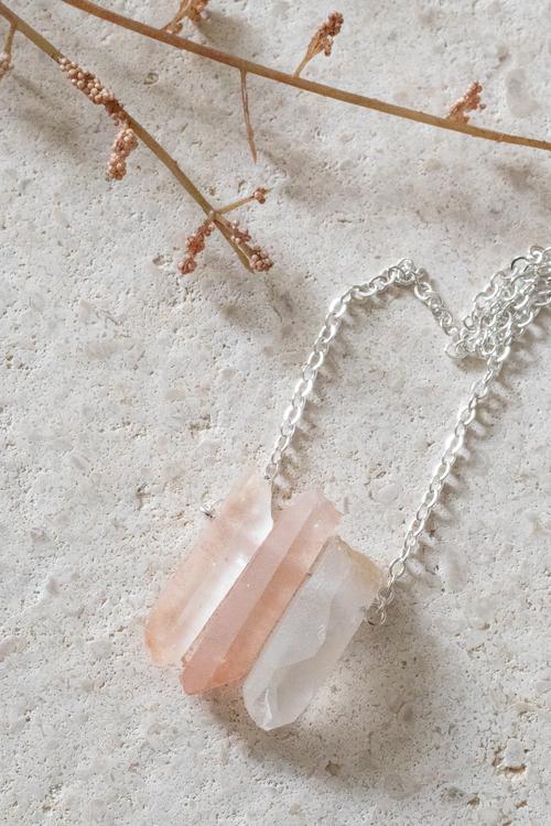 Rosa Bergskristall på silverkedja 6
