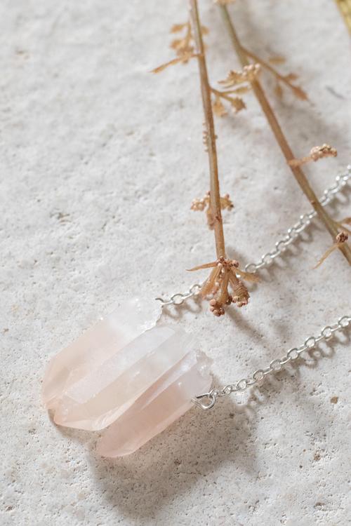 Rosa Bergskristall på silverkedja 8