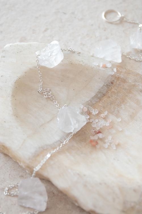 Väggdekoration med rå kristaller Power