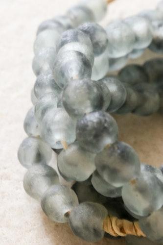 Afrikanska glaspärlor Grey Mist