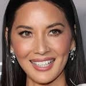 ACTRESS OLIVIA MUNN AND COMEDIAN JOHN MULANEY EXPECTING THEIR FIRST CHILD TOGETHER