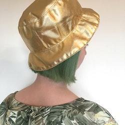 Gull bøttehatt