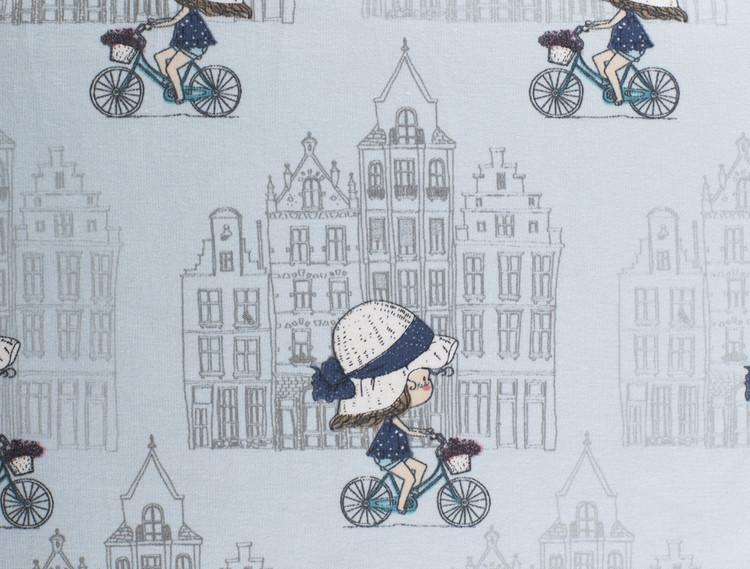 Cyklande flicka