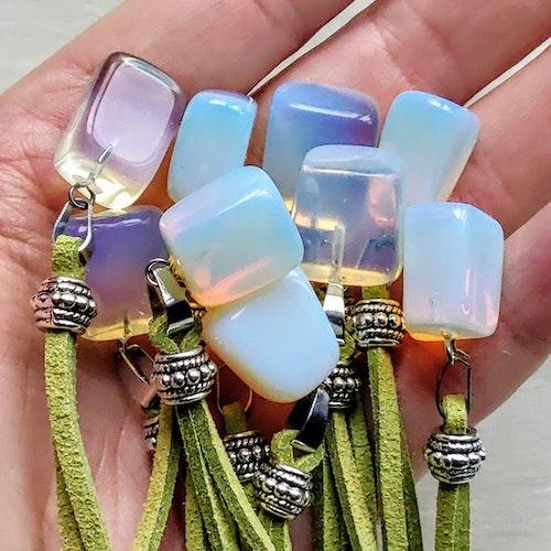 1 st Opalite halsband med pärla och fjäder