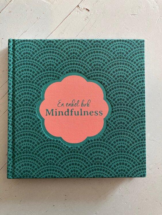 En enkel bok : mindfulness av Sara Starkström