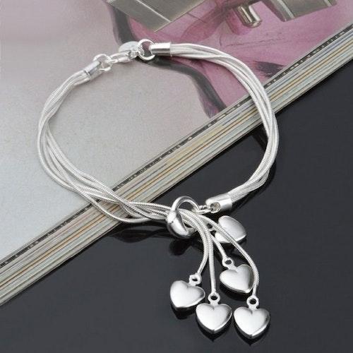 Silver armband med hjärtan