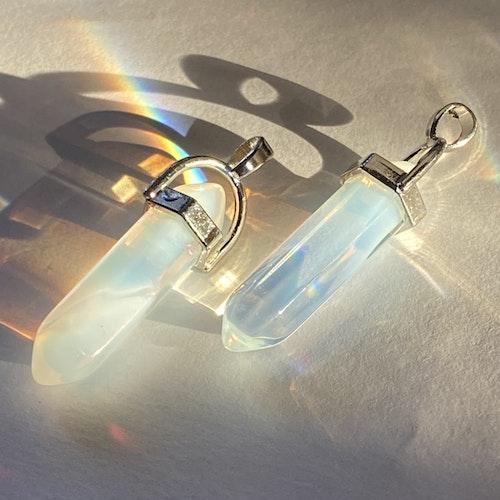 Pendel hänge i opallit (syntetisk kristall)
