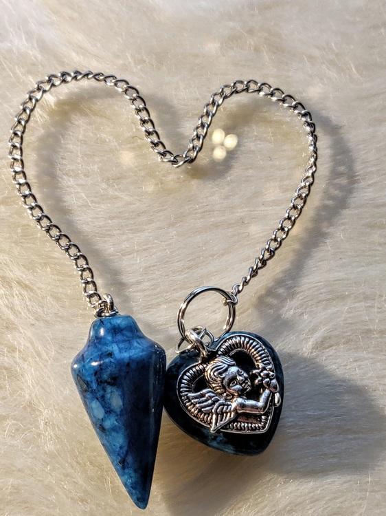 Pendel i mörk turkos med blå onyx och dubbla hjärtan