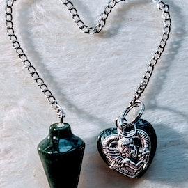 Pendel med Hjärta, i Färgen Mörk Grön