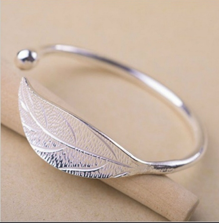Silverpläterat armband med löv