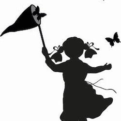 14144-Gummistämpel Flicka fångar fjärilar