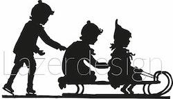 12141 -Stämpel Barn åker kälke