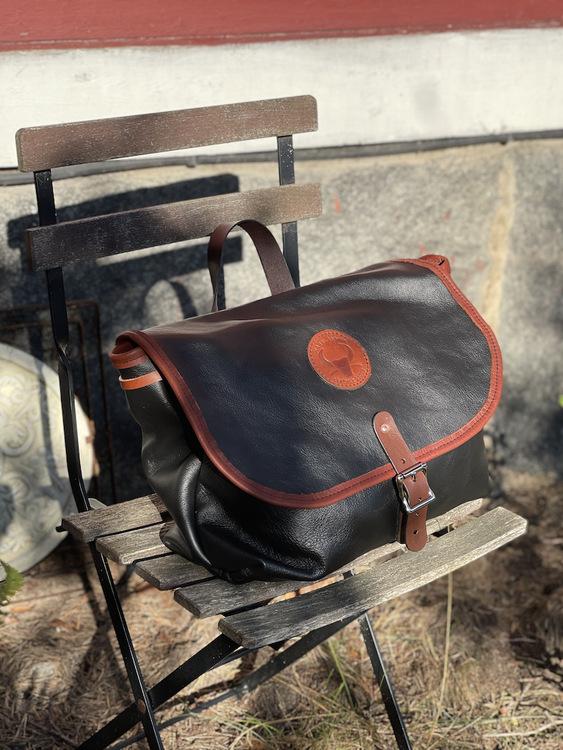 """Messenger bag """"Billings"""" Leather version"""