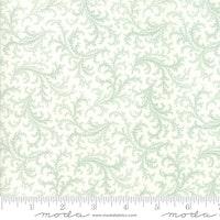 Porcelain Mist-hvit med lys blå mønster