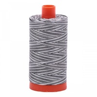 Aurifil - 4652/50 Licorice Twist - flerfarget