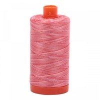 Aurifil - 4668/50  Strawberry Parfait - Rød flerfarget