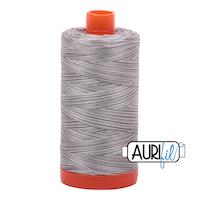 Aurifil - 4670/50 Silver Fox - Flerfarget