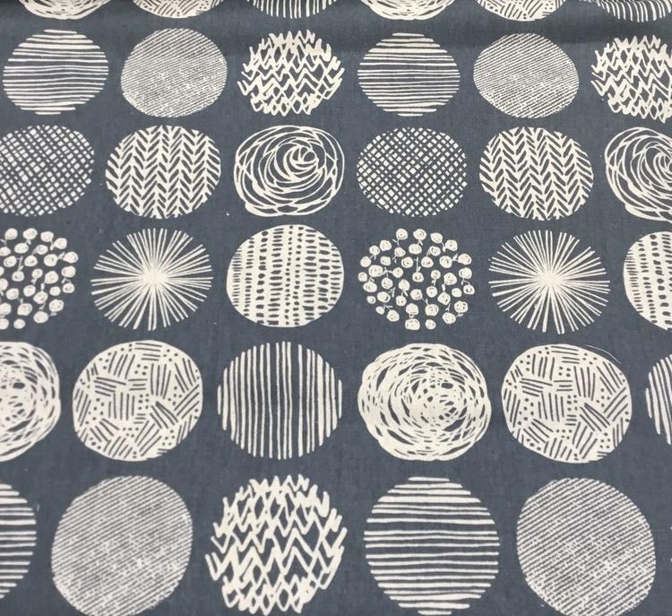 Lin/bomull grå med sirkler i forskjellige mønster