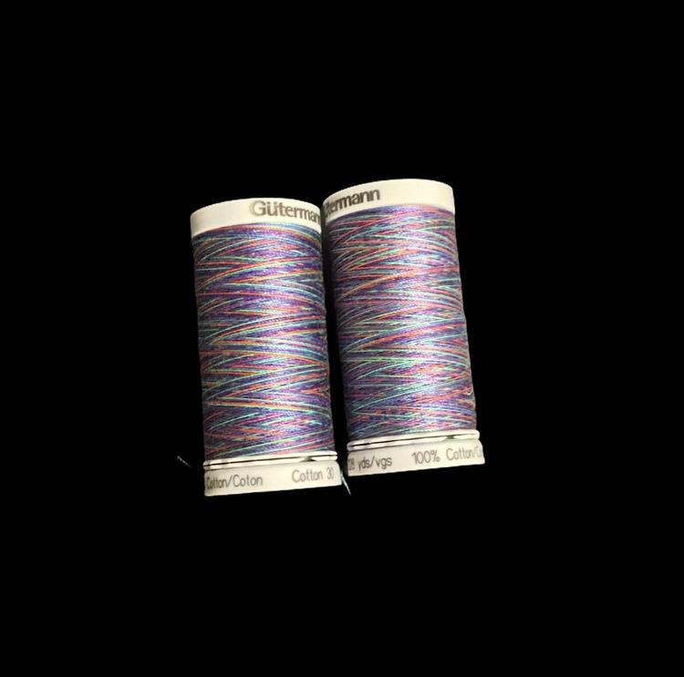 4109  Sulky Gûtermann Cotton 30, 300m,  blå/lilla/grønn flerfarget  bomullstråd