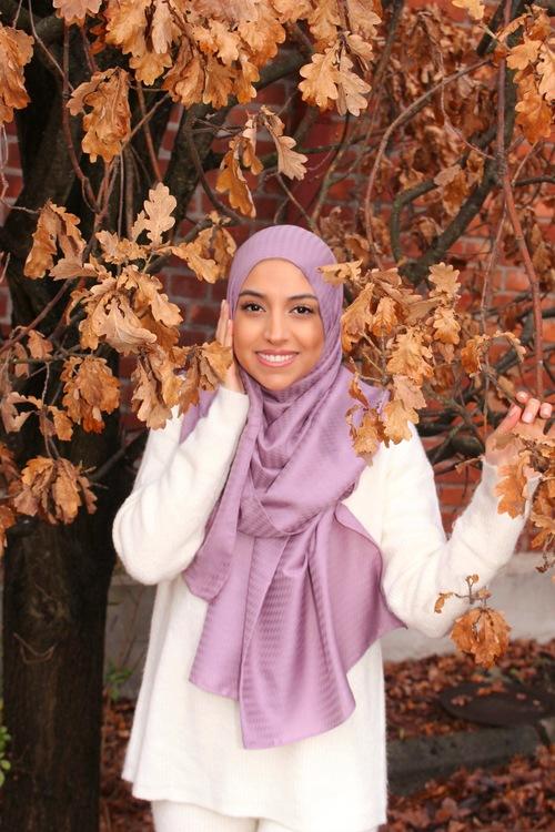 mjuk hijab i bomull. Hijab i lila färg. Hijab i rosa färg. Hijab i pistage färg