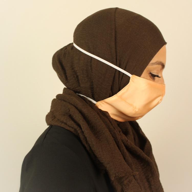 Detta sjalvänliga munskydd är 100% utformat och anpassat för dig som bär hijab.