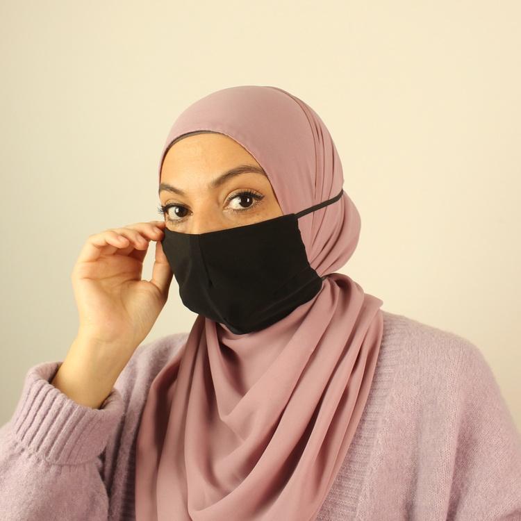 hijab anpassat munskydd i svart färg