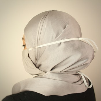 Sjalvänligt munskydd / grå- 100% Silke