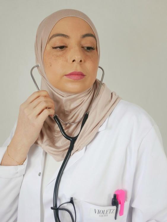 Unikt anpassad Sport hijab. Utformad för karriären, gymmet och vardagen. Denna sport hijab är i Jersey material i 100% bomull. Denna Jersey hijab är i färgen nude/blush som är en rosa nyans