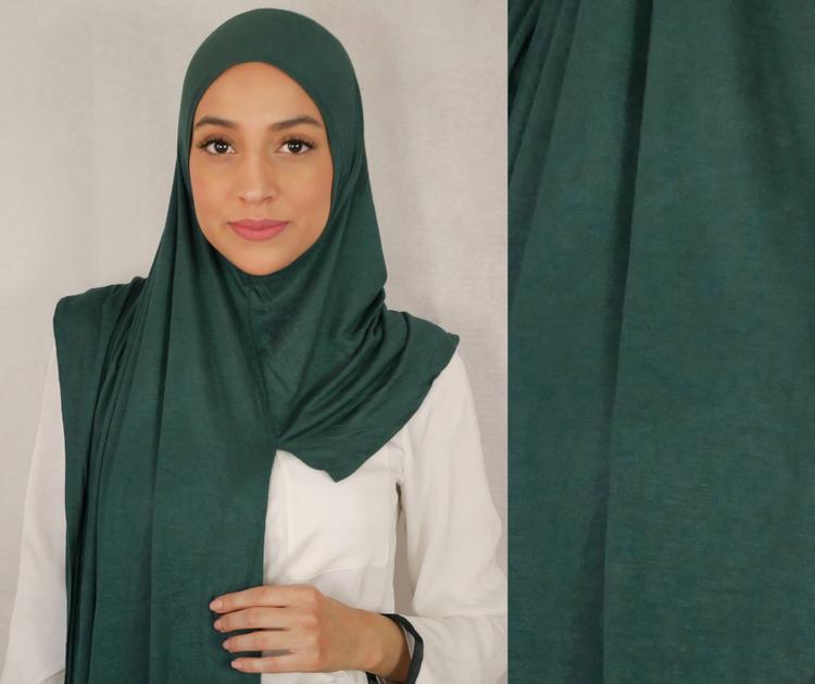 Instant Jersey med försydd sömmar under hakan. Denna Hijab är i Jersey tyg av 100% bomull. Denna Instant Jersey hijab är i färgen grön/oliv