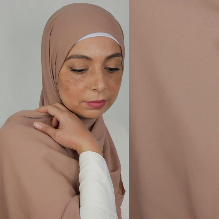hijab i exklusivt chiffong tyg. Denna hijab är i lyxig crepe chiffong. hijab i färgen nude