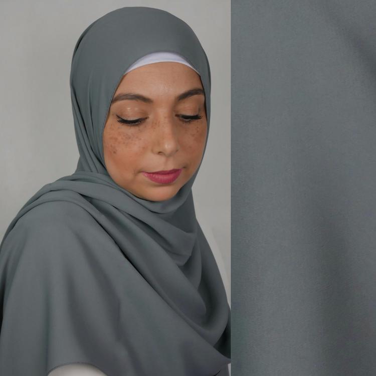 hijab i exklusivt chiffong tyg. Denna hijab är i lyxig crepe chiffong. hijab i färgen mörkgrå