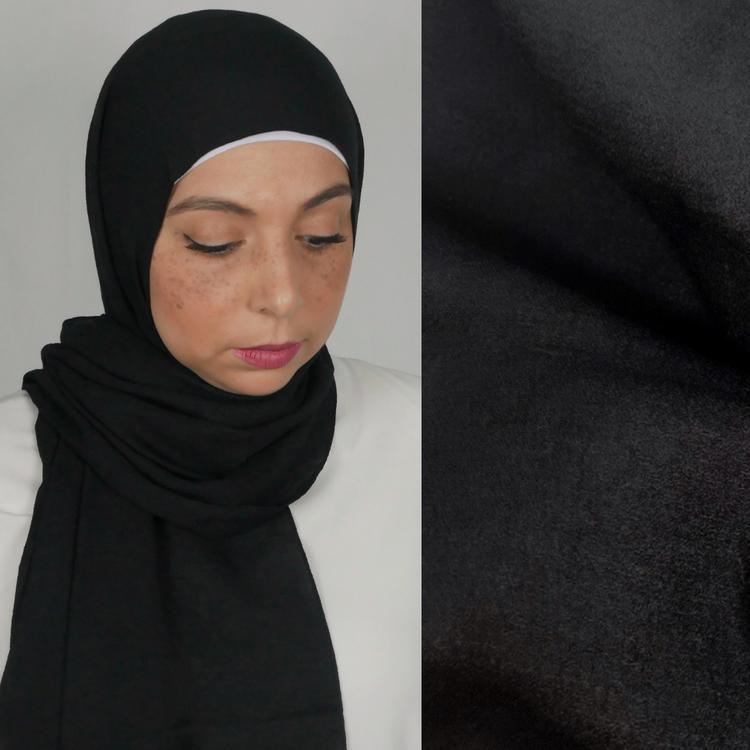Mio jazz hijab. En blandning av mjukt tyg i färgen svart