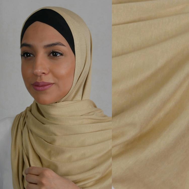 Hijab i Jersey premium. Maxi storlek i färgen gold