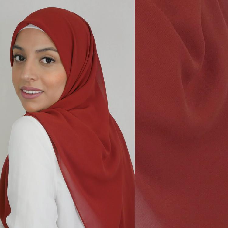 Chiffong hijab i fyrkantig modell i färgen burnt som är en orange-brun nyans
