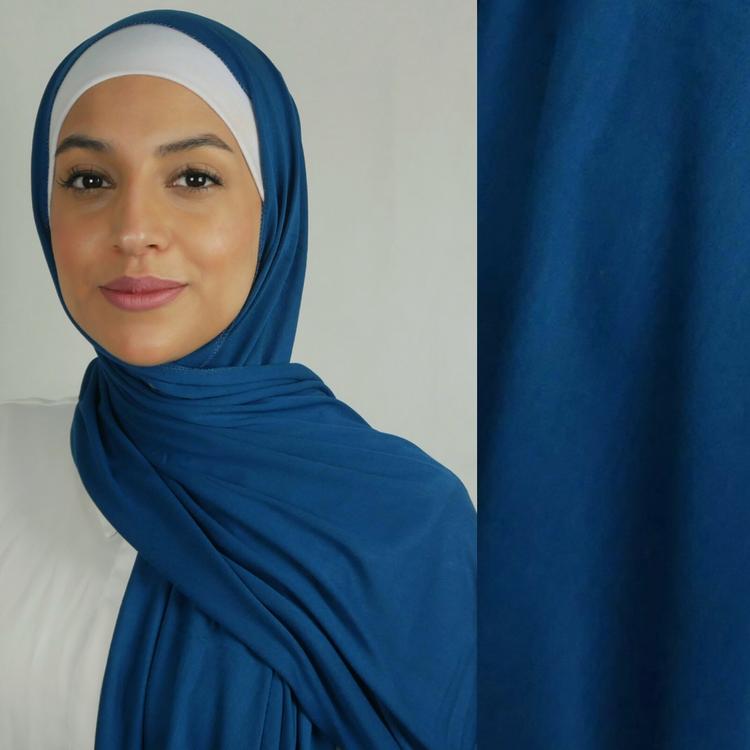 Klassisk hijab i Jersey i tyget viskos. Denna Jesey hijab är i färgen teal som är en blå nyans