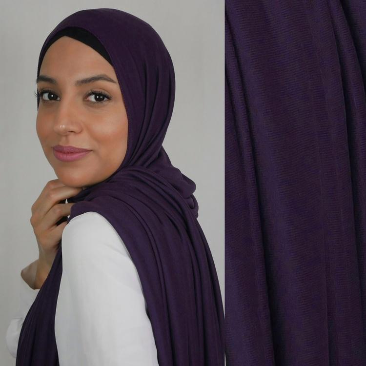 Klassisk hijab i Jersey i tyget viskos. Denna Jesey hijab är i färgen  purple/lila