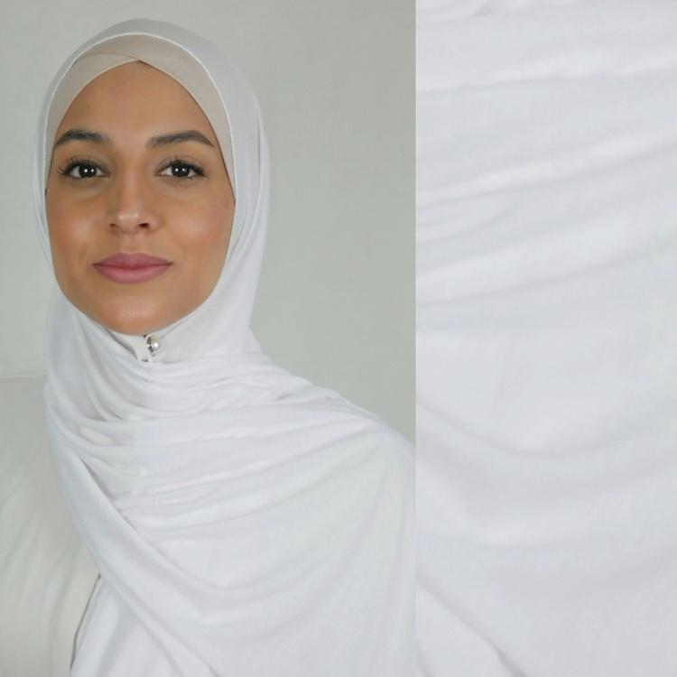 Klassisk hijab i Jersey i tyget viskos. Denna Jesey hijab är i färgen vit