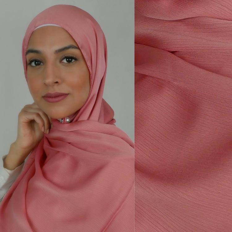 glansig hijab med matt baksida så att den sitter på plats utan att glida. Halkfri hijab 2in1 i färgen korall
