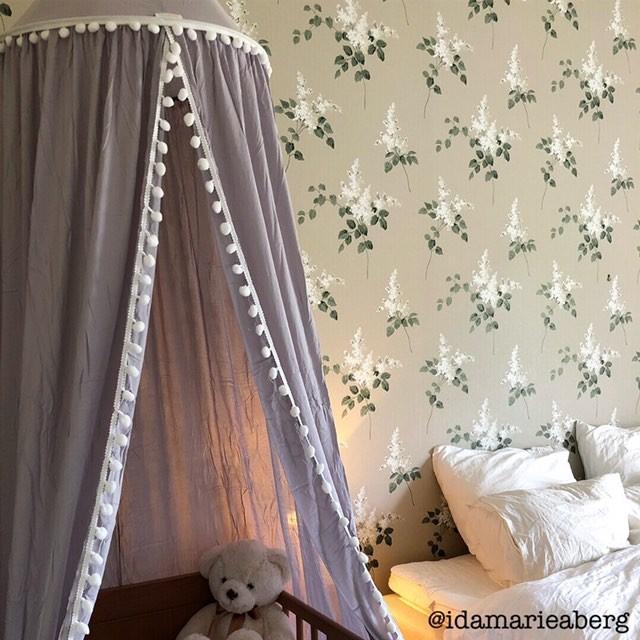 Sänghimmel med pom pom i kanten